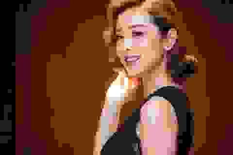 Hoa hậu Jennifer Phạm khoe vẻ đẹp kiêu kì