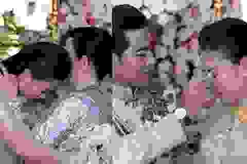 Ngọc Lan ôm mẹ khóc nức nở, được chồng lau nước mắt trong đám hỏi