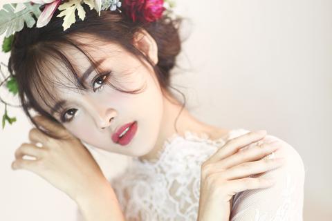 Siêu mẫu 9X hóa nàng công chúa ngọt ngào