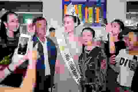 Hoa hậu Ngọc Duyên khóc trong vòng tay ba mẹ khi trở về Việt Nam