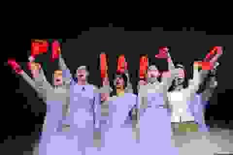 """Dàn diễn viên không chuyên """"liều mình"""" lên sân khấu nhạc kịch broadway"""