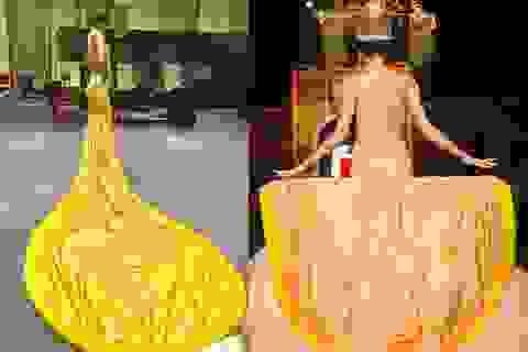 """Quán quân Vietnam's Next Top đụng hàng Rihanna với """"váy pizza"""" dài lê thê"""