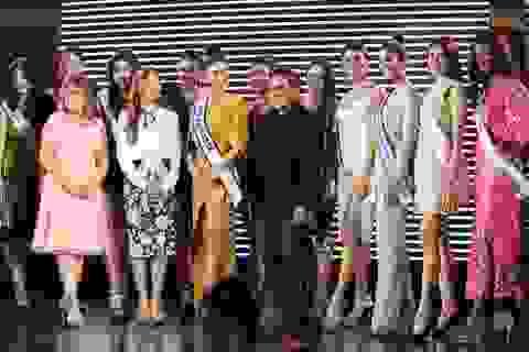 Dàn chân dài Hoa hậu Hoàn vũ thế giới đồng thanh chào bằng tiếng Việt