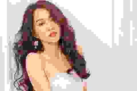"""Hot girl Huỳnh Hồng Loan """"lột xác"""" gợi cảm"""
