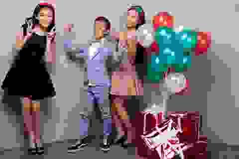 Hồ Văn Cường lần đầu được mặc vest đón Noel cùng chị gái nuôi