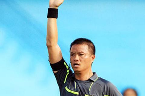 """Cựu """"còi vàng"""" Võ Quang Vinh có nguy cơ vắng mặt ở lượt đi V-League"""