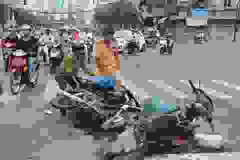 Vận chuyển thuốc lá lậu gây tai nạn giao thông rồi bỏ trốn