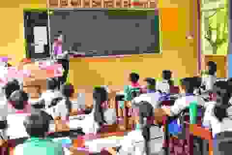 586 học sinh vùng lũ bỏ học vì nhà nghèo