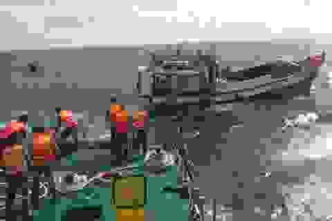 Tàu cá gặp nạn, 10 thuyền viên được cảnh sát biển cứu sống