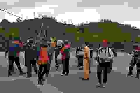 Dùng ống nhòm từ cáp treo tìm du khách người Anh mất tích tại Sa Pa