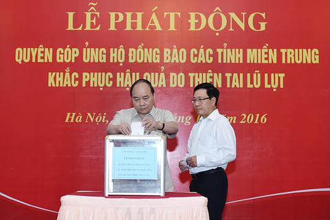 Thủ tướng, các Phó Thủ tướng quyên góp ủng hộ đồng bào miền Trung