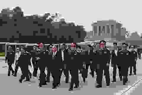 Thủ tướng kiểm tra việc tu bổ Lăng Bác trước ngày mở cửa lại