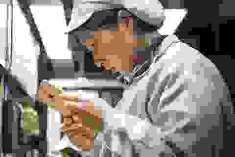 Foxconn thay 60.000 nhân viên bằng robot