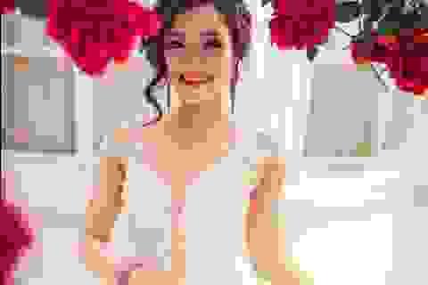 Nữ sinh Ngoại thương khoe vai trần, eo thon với váy cưới