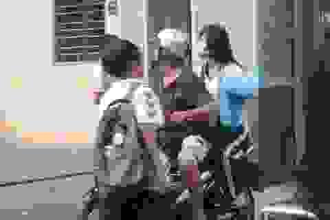 """Cấm dạy thêm trong nhà trường: """"Hất rác trong nhà ra đường?"""""""