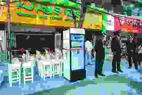 Nhà hàng Ấn đặt tủ lạnh giữa phố tặng thực phẩm cho người nghèo