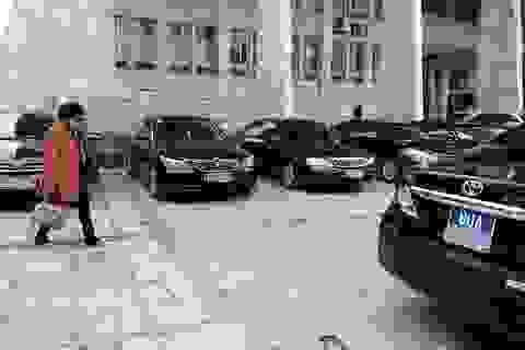 Thứ trưởng bắt taxi đi làm, xe chức danh và tài xế sẽ về đâu?