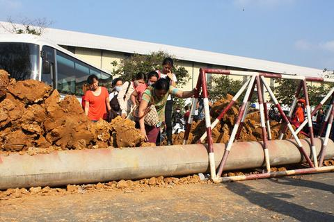 """Vụ lấp đất, dựng rào trước cửa doanh nghiệp Nhật: Công ty Tân Đức """"kêu"""" oan"""