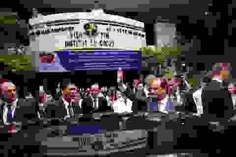 Bệnh nhân Viện Tim nồng nhiệt chào đón Tổng thống Pháp