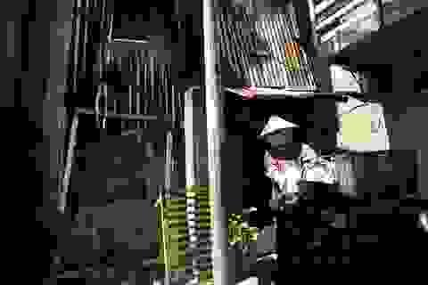 Cuộc sống ở xóm ổ chuột tăm tối ven sông Sài Gòn