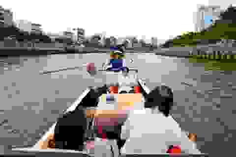 """Người Sài Gòn ngồi thuyền ngắm cảnh trên """"dòng kênh chết"""" năm xưa"""