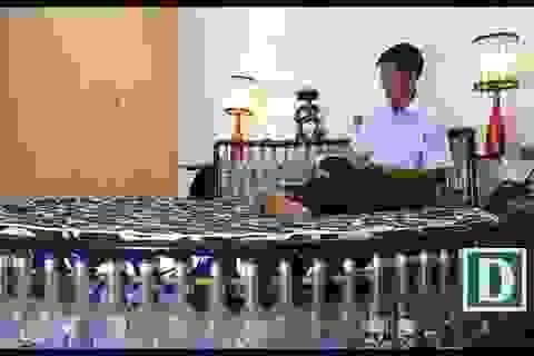 Video khám phá ngôi nhà có nội thất được làm từ hơn 1.000 chai lọ bỏ đi