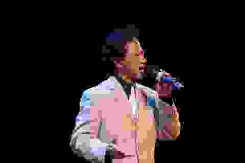 70 tuổi danh ca Chế Linh vẫn khiến khán giả xuýt xoa
