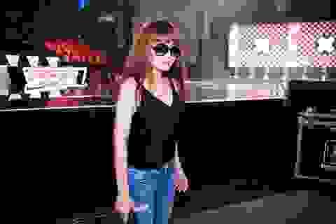Lưu Thiên Hương đẹp ngỡ ngàng trong trang phục áo hai dây