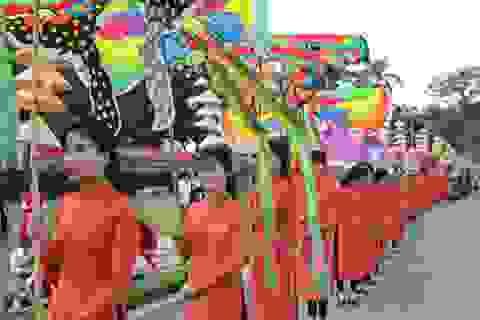 Độc đáo lễ rước tôn vinh tổ nghề áo dài của 300 người mẫu