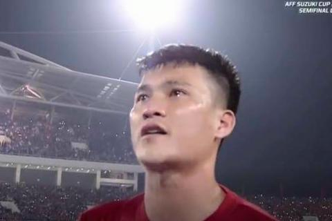 Công Vinh gọi điện khóc nức nở với Thuỷ Tiên sau khi kết thúc trận đấu