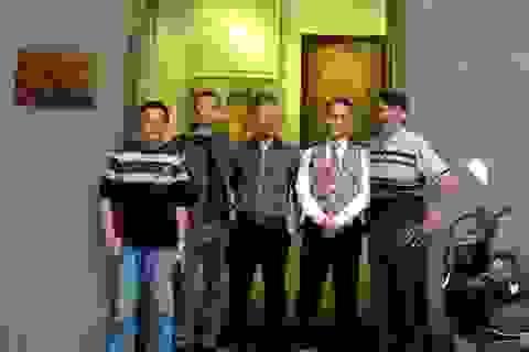 """Cuộc gặp gỡ lạ kỳ của 5 hoạ sĩ trong triển lãm """"Hội tụ"""""""