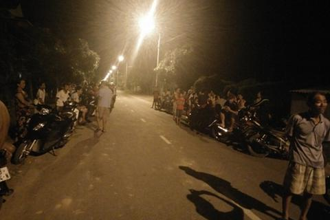 Mất điện liên tục, hàng trăm người dân đổ ra đường phản đối