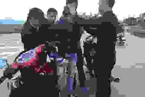 Ly kỳ cuộc vây bắt 2 tên cướp xe máy giữa ban ngày