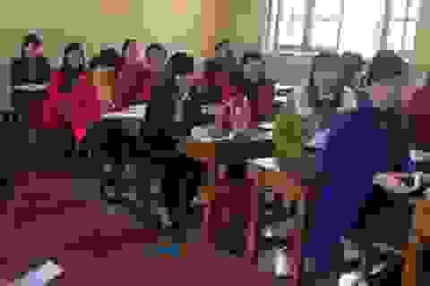 Hàng chục giáo viên bị chấm dứt hợp đồng dự thi tìm cơ hội trở lại bục giảng