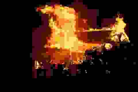 Dọn hiện trường vụ cháy phát hiện thi thể nam sinh