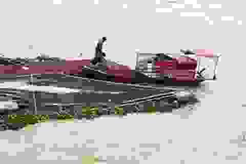 Cứu sống người trông coi bè cá bị cuốn ra biển