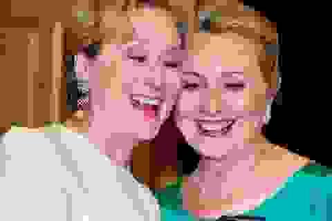 Vì sao bà Hillary Clinton luôn được Hollywood ủng hộ?