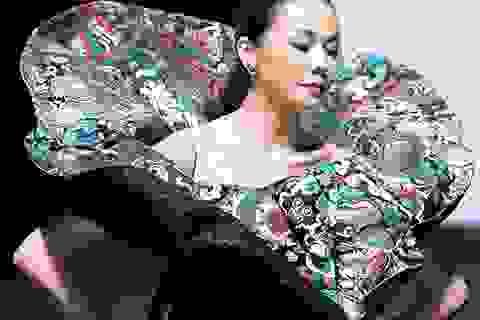 Thanh Hằng đẹp bí ẩn trong mẫu trang phục mới