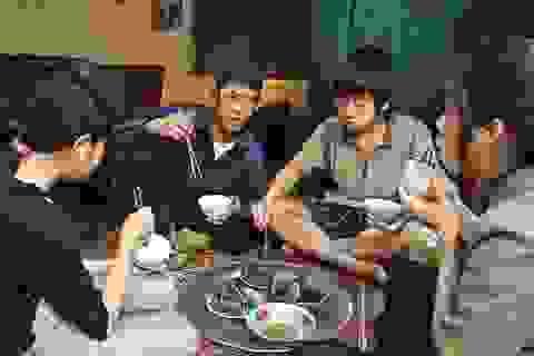 Hình ảnh bữa ăn gia đình Việt trong mắt thế giới