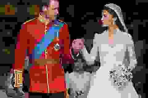 Những chiếc váy cưới xa hoa của Hoàng gia qua 100 năm