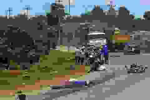 Va chạm với xe tải, hai vợ chồng chết thảm