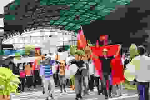 Tạm giữ hơn 100 người lợi dụng diễu hành để quậy phá