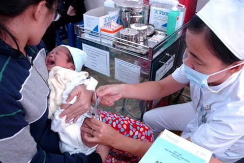 Chính phủ yêu cầu tăng cường quản lý chất lượng, giá vắc xin