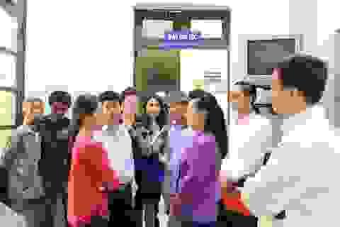 Bộ trưởng Y tế kiểm tra đột xuất 2 bệnh viện lớn, nghe bệnh nhân phàn nàn