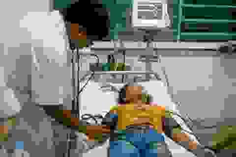 Dị ứng với bún dọc mùng, cô gái trẻ chết não