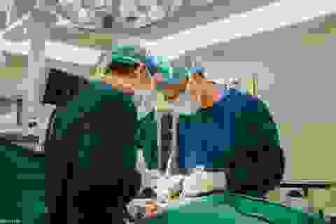 Ứng dụng công nghệ phẫu thuật cột sống chính xác tới gần 100%