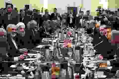 Pháp thẳng thừng hủy tiệc chiêu đãi Tổng thống Iran vì rượu