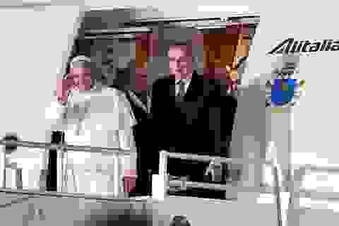 Máy bay chở Giáo hoàng Francis bị tấn công bằng tia laser