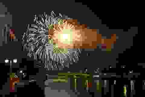 Bạn trẻ TPHCM gửi lời chúc năm mới trong thời khắc giao thừa