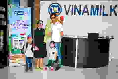 """""""Theo chân"""" gia đình Ốc Thanh Vân khám phá nhà máy sữa số một Việt Nam"""